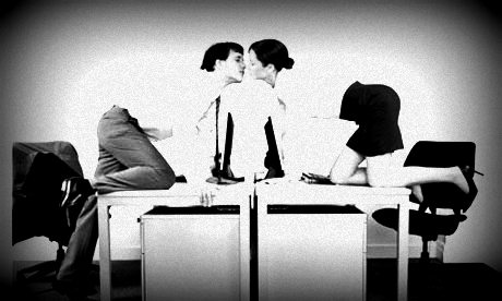 Business-couple-kissing-006